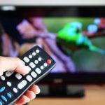 Dublagem passa a ser o novo padrão da TV paga.