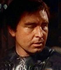Dervis Ward (Carcereiro Chefe)