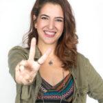 Gabi Porto, dubladora da Ana em 'Frozen' se apresenta no 'The Voice Brasil'.
